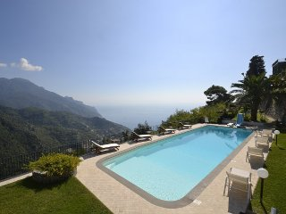 Ravello Villa Sleeps 10 with Pool Air Con and WiFi - 5228577