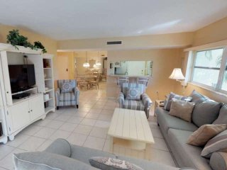 Private Beach Walk to Siesta Key Village, Ground Floor w/2 Pools, Cable & WiFi