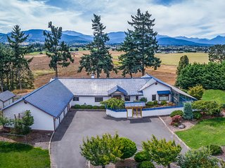 NEW! 4BR Sequim Home w/Mtn Views & Meditation Room