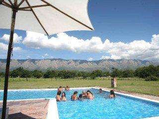 Amplias cabanas, entorno rural, gran arboleda, piscina.