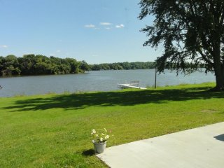 Sinissippi Lake Villa: Large Yard, Dock and Beautiful views