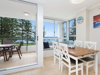Rainbow Pacific unit 8 - Great value unit right on the beachfront Rainbow Bay Co