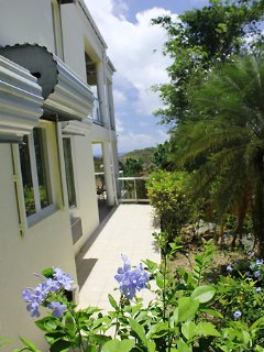 A second tiled walkway on the right side of the villa also leads down to the Lower Unit