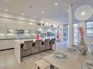 Best of The Row: Penthouse, Terrace Villa, 2800 sqft Indoor/Outdoor Living