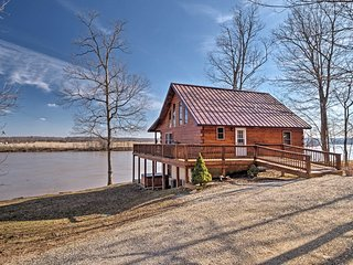 Riverfront Magnet Cabin w/ Hot Tub & Views!