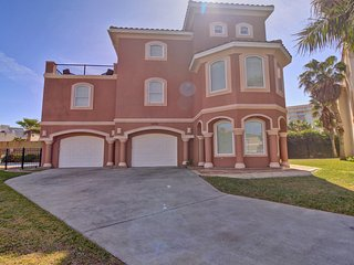 GORGEOUS 4BR/4BA,HOT TUB/HEATED POOL,GATED COMMUNITY, 3 HOUSES TO THE BEACH,WIFI