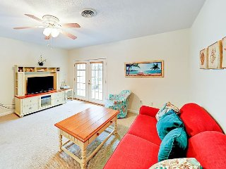 Spacious & Central 3BR - Minutes to Beach, Attractions, Shops & Dining