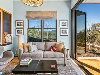 Studio Cottage w/ Shared Pool & Epic Valley Views, Near Over 50 Wineries