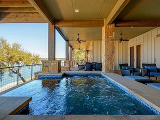 Lavish Living at The Reserve at Lake Travis – 3BR Villa with Infinity Spa
