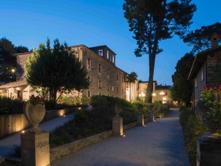 Majestic historical Villa into the hills of the Marche
