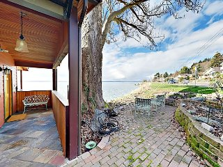 Updated 1BR w/ Loft, Soaking Tub & Fireplace - Overlooking Puget Sound
