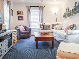 2BR Newly Remodeled, Stylish Rosedale House, Sleeps 4