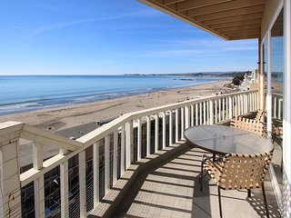 2BR w/ 180 Views of Monterey Bay - Private Patio, Pool, Steps to Rio Beach