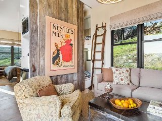 Studio Wine Country Cottage w/Valley Views & Shared Pool,Minutes to Wineries