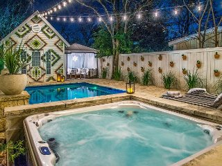 3BR Travis Heights Victorian w/Pool & Hot Tub– Walk to South Congress