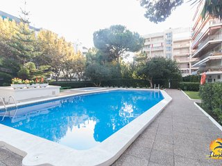 6 pax apartment with communal pool in Playa Llevant, Salou.