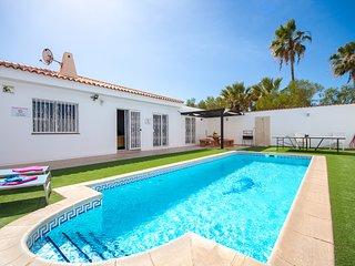 Tranquil 4 Bed 4 Bath Villa. Heated pool. Sleeps 9. Callao Salvaje |CB5627400