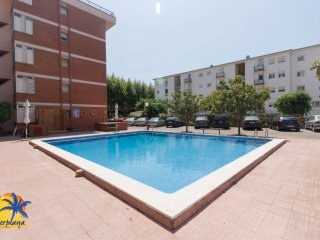 Nice 6 pax apartment with pool in Salou.