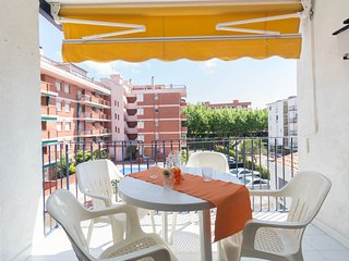 Apartment 6 pax located at 425mts. From the beach of Llevant (Salou).
