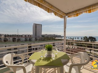 Nice apartment with sea views at 50 mts. From the beach in Salou.