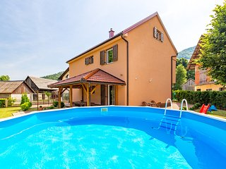 Holiday Home Belleza - Four Bedroom Holiday Home
