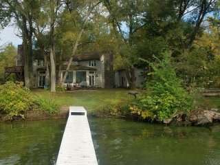MelodyWoods/Pet Friendly/ Year Round Hot Tub/lLakeFront/Finger Lakes
