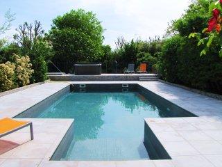 Belle demeure du XVIII eme avec grande piscine privee