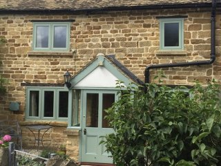 Cosy Corner is a lovely Cotswold stone cottage, which is located in Evenlode