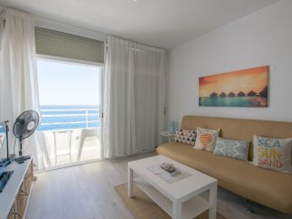 Cheerful apartment with Sea Views and Pool