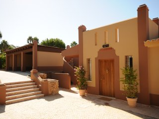 PRIVATE TENNISCOURT, BEACH,POOL,BBQ, Luxury Enchanting 4 Bedroom Villa.