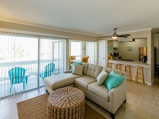 Costal Chic Fully Renovated Two Bedroom One Half Bath Unit. Free Wifi And Free F