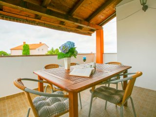 Holiday apartment 4+2 in Štinjan, near the beach