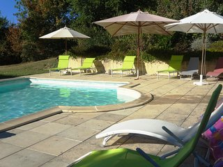 Private pool, large gardens & long views, walk to village,  air conditioned bedr