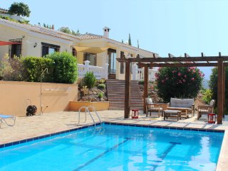 Spacious country villa with private pool, 15 mins from beach and golf resorts