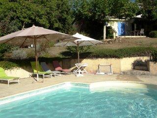Private pool, mature gardens - fabulous views, walking distance to bakery/restau