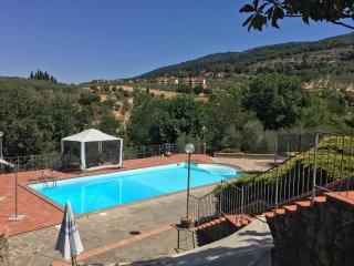 Prachtige Toscaanse villa met groot zwembad met 4 slaapkamers en 2 badkamers