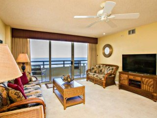 NEW-Clean/Oceanfront/Family-Friendly/NO-DRIVE Beach/Heated Pool/Master w/ Balcon