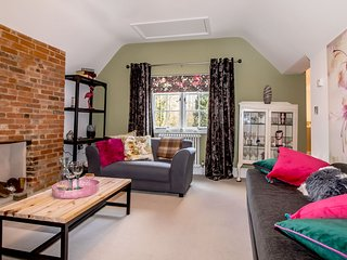 Luxurious apartment in vibrant Henley in Arden near Stratford-upon-Avon.