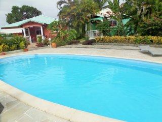 Beautiful bungalow with pool access