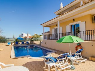 Vila Silena, 4 Bed Villa With Pool & Walking Distance From Amenities, Carvoeiro