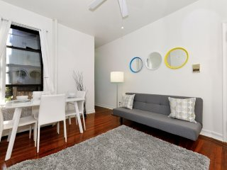 Trendy 1 Bed urban chic getaway in the Upper West Side. Stay near Central Park