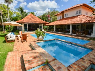 Charming Tropical Villa, Pool & Jacuzzi, Near Tennis and CDC Hotel, Free Wifi, A