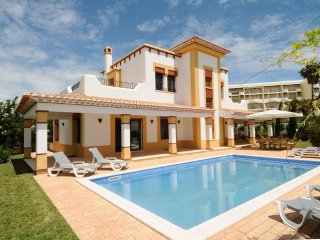 Enchanting Moorish Style Villa, PrivatePool,SeaSide, BBQ,5min Walk To The Beach