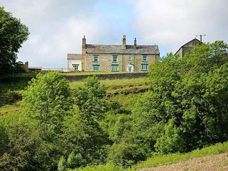 Delightful 5 Bedroom Farmhouse with Breathtaking Views across Tunstall Valley