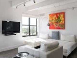 Luxury, Prime 2 Bedroom Apartment (On Ocean Drive!)