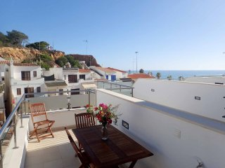 Fantastic apartment 20m from the beach, sea view and pool