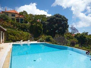 Santa Luzia Villa with Pool