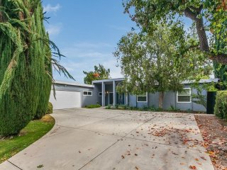 Great Home w/ Pool in Woodland Hills