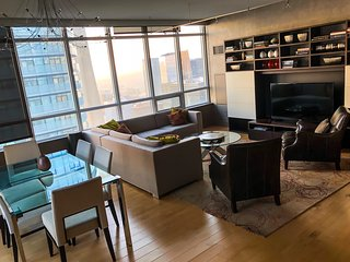 Downtown 47th Floor 2-Bedroom Luxurious Condo