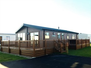 Tattershall Lakes Country Park, Luxury Lodge with lake view